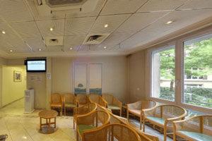 Le Docteur Patrick Loriaut opère au Centre chirurgical Pierre Cherest à Neuilly