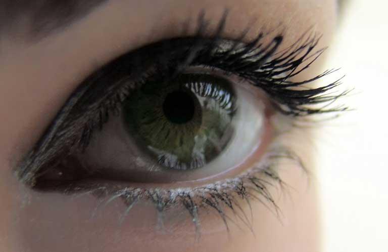 Dr Patrick Loriaut, ophtalmologiste, chirurgie des yeux et des paupières, opération de la myopie Paris 17e.